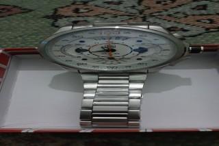 ساعة مرسيديس بنز للبيع